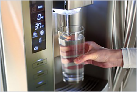 Refrigerator water dispenser